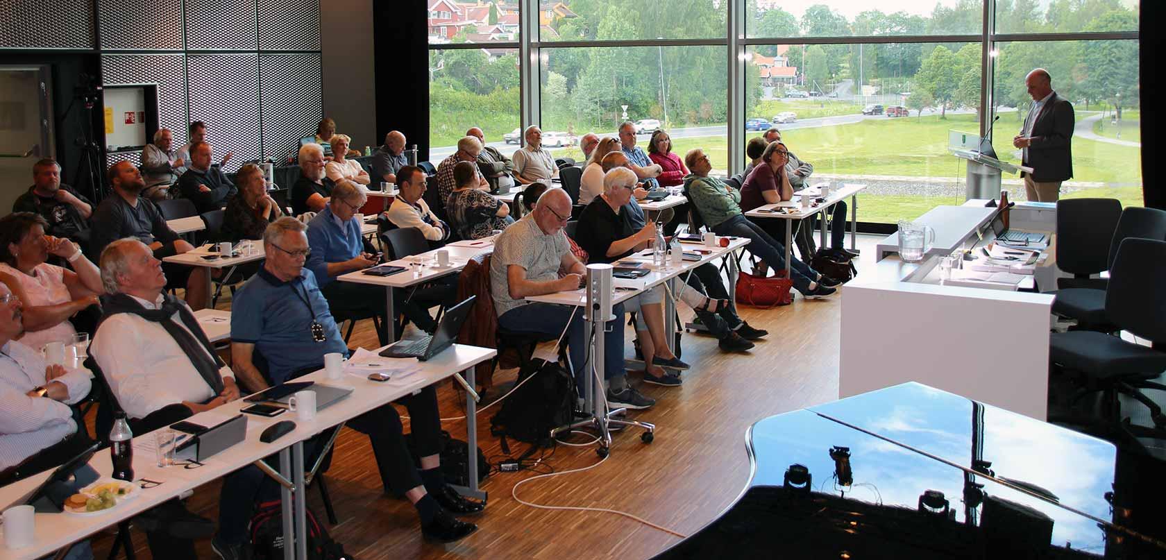 Direktør Geir Øystein Andersen i KKE informerte onsdag kommunestyret i Kongsberg om hovedtrekkene i forslaget til reguleringsplan for Hasbergtjerndalen.