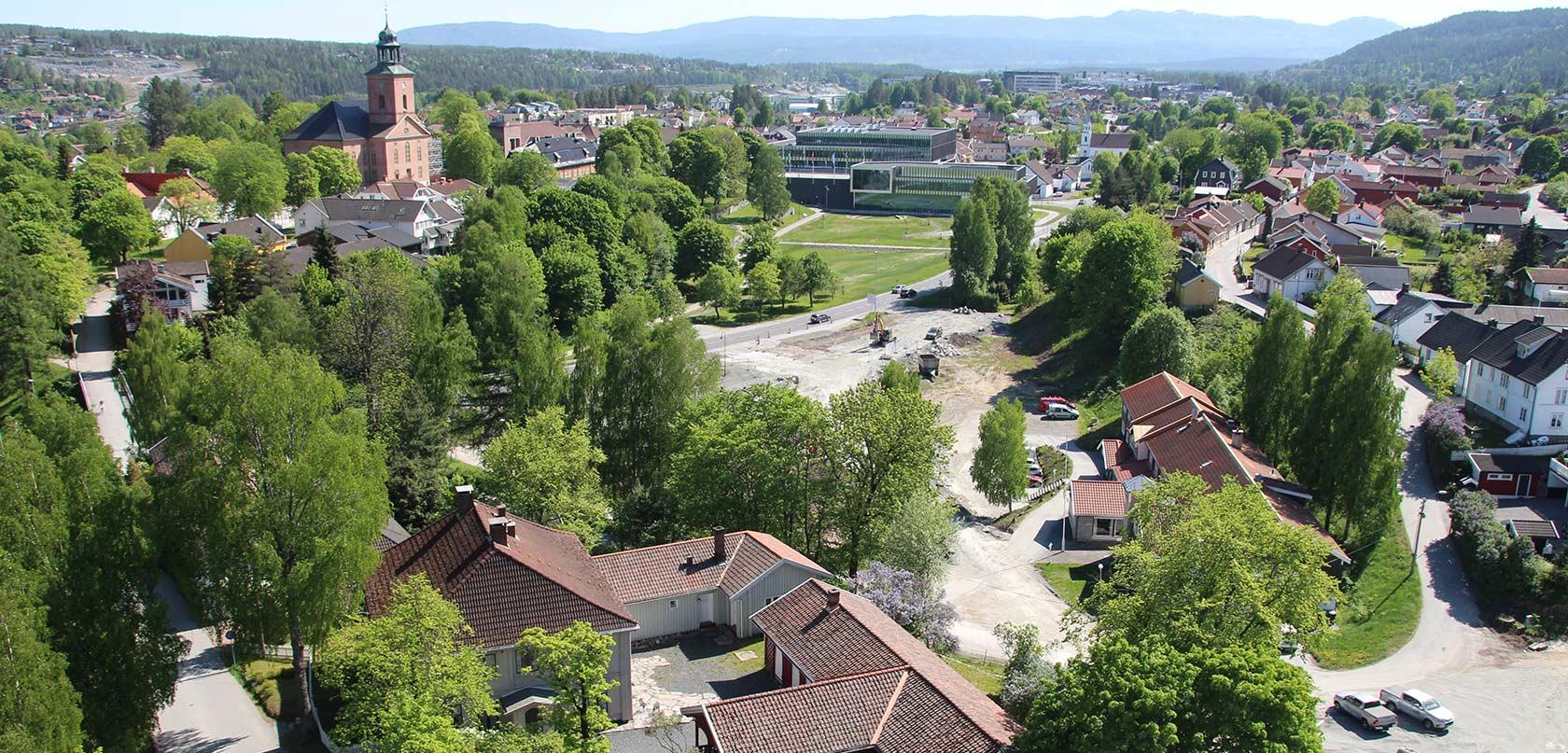 Her ser vi kirken, Krona og utsikten mot Kongsberg Teknologipark.